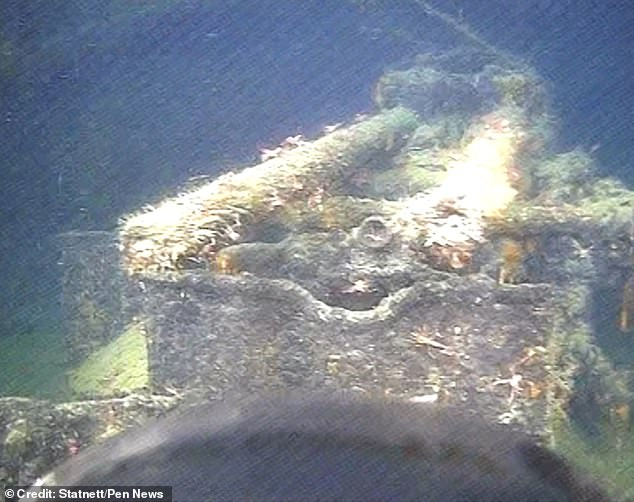Examination of the wreckage with a remotely controlled submarine found that the rifles and the caped upper structure are clearly visible.