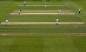 Jimmy Porter throwing from Essex by Lewis Gregory from Somerset.