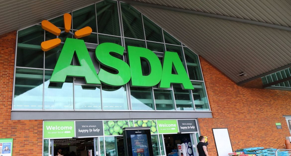 The Asda agent gains thousands of fans to help a shopper who couldn't afford to pay for food