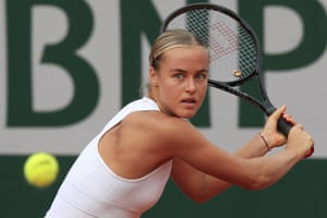 Schmidlova moves to the next round after beating Azarenka.