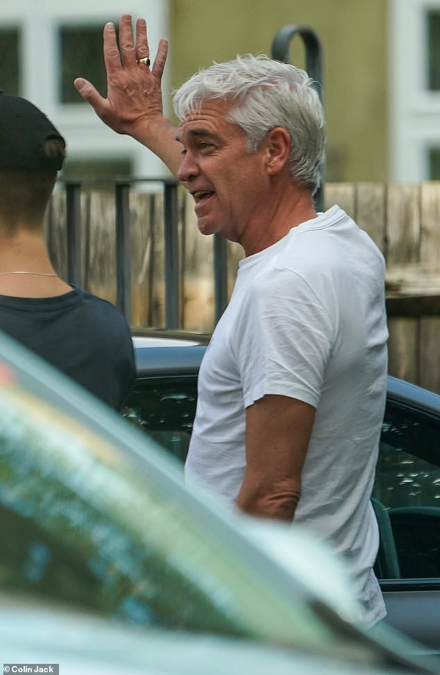 Check it out: Philip Schofield was on hand to help his new neighbors on Friday, when a tree fell on their car near his £ 2million bachelor pad in Chiswick, West London