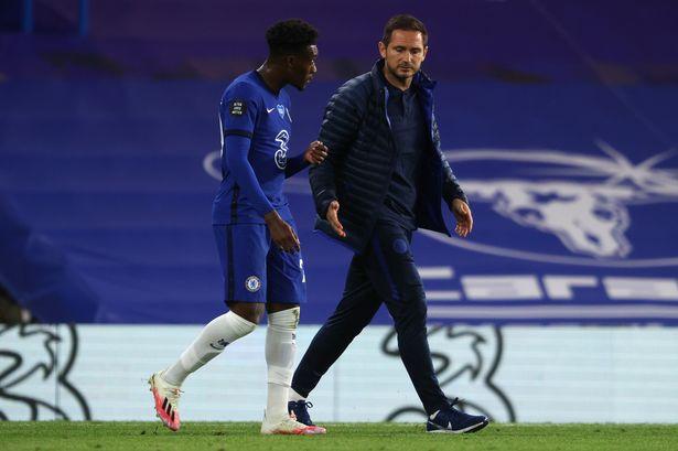Frank Lampard talks to Callum Hudson-Odoi