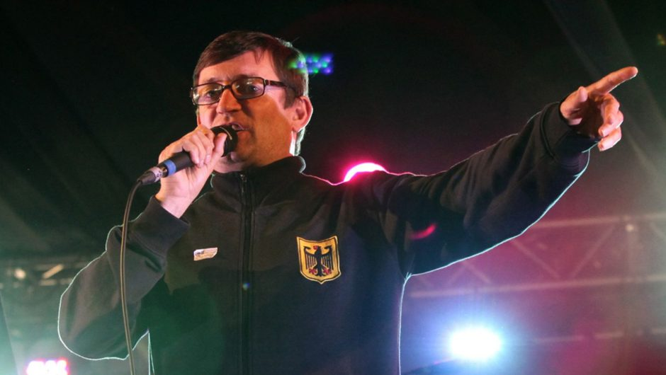 """Paul Heaton received his final Q Award after doing """"amazingly cute"""" while folding the magazines 