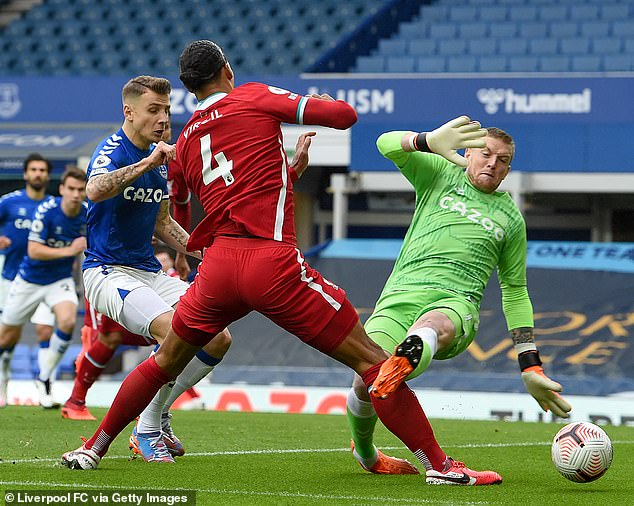 The video assistant referee in charge of the Merseyside derby did not verify the existence of a red card for Jordan Pickford