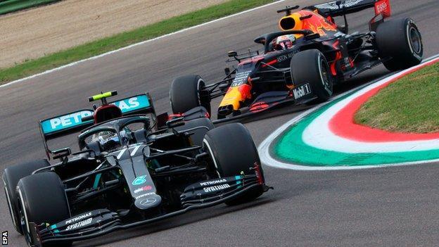 Max Verstappen closes below Valtteri Bottas