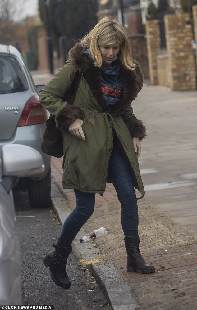 Fall Style: Kate teamed up her comfy outerwear with a navy blue top, indigo skinny jeans and black boots