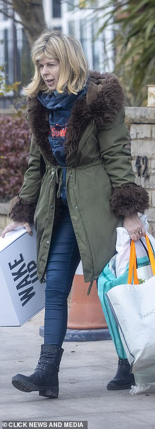 Her hands are full: Among her belongings, Kate holds a box with books on it