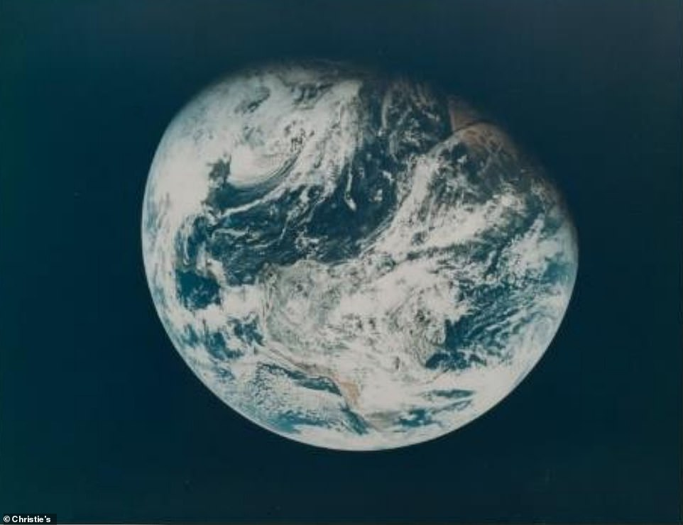 First human photograph of planet Earth, December 21-27 1968