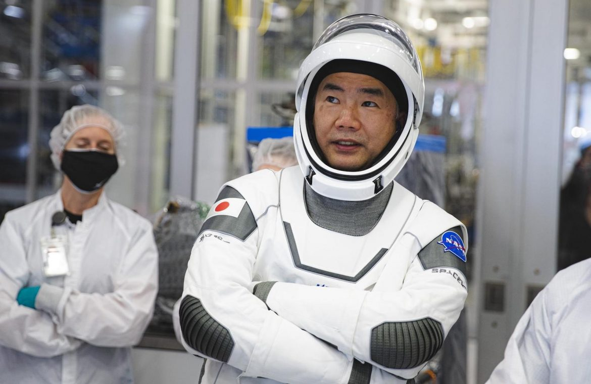 A veteran Japanese astronaut becomes the first international passenger of SpaceX - Spaceflight Now