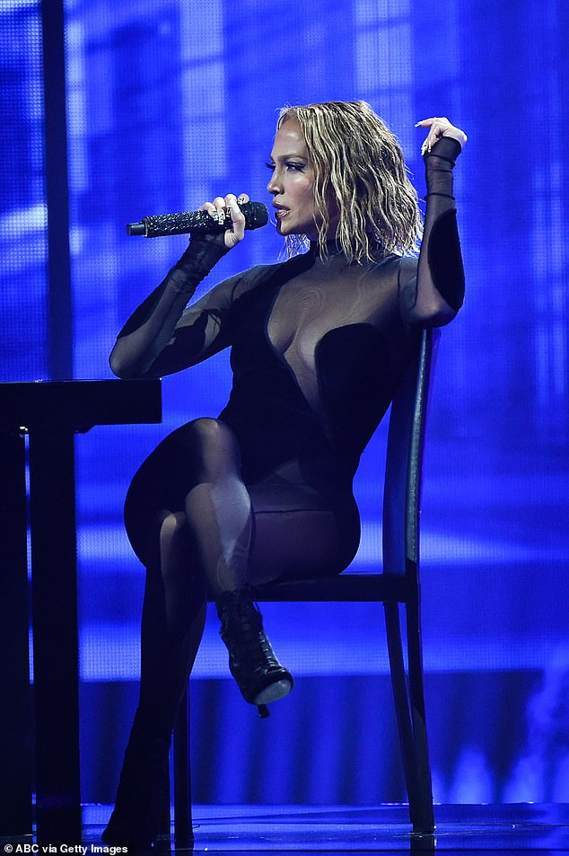 Recalled: `` Jennifer Lopez perfectly copied this look from Beyoncé #AMAs, '' @intoshrub