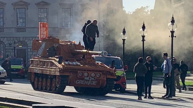 Protesters bring tanks to Parliament in a campaign against the closure of gyms