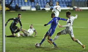Jimmy Fardy scores Leicester's third goal.
