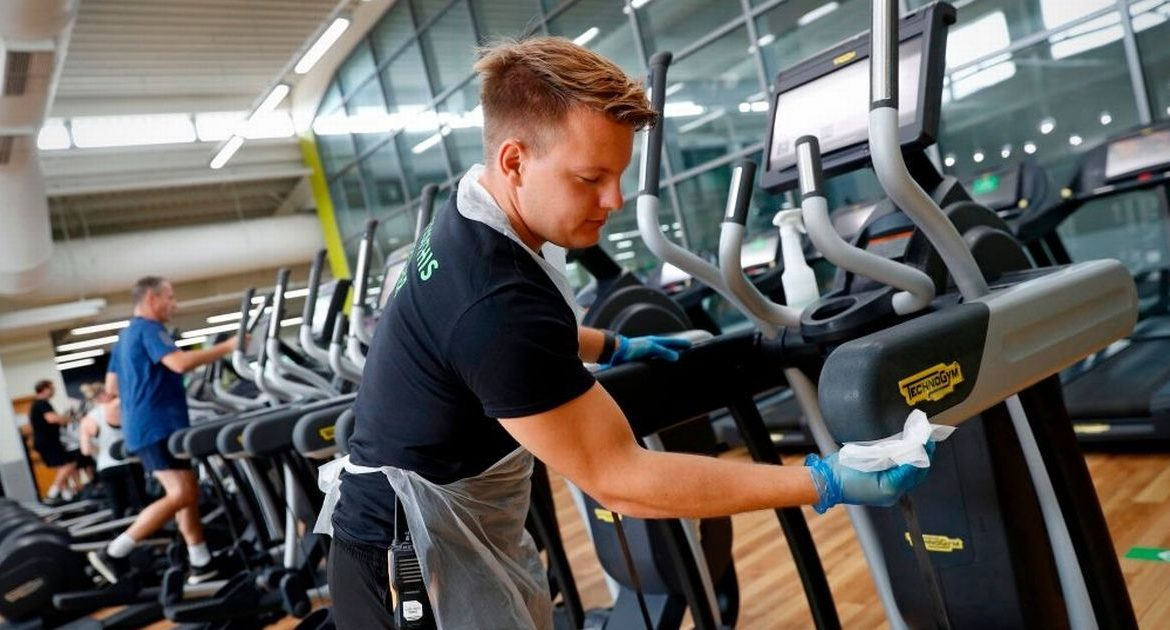 Gyms and hairdressers level 4 will be closed starting at midnight only days before Christmas