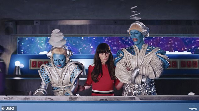 Scary: Zooey meets the captain and says,