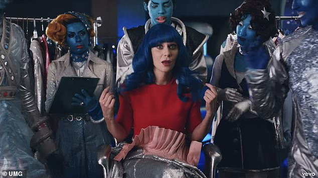 Soaked: She calls for help while aliens wear her a blue wig and throw a ball at her