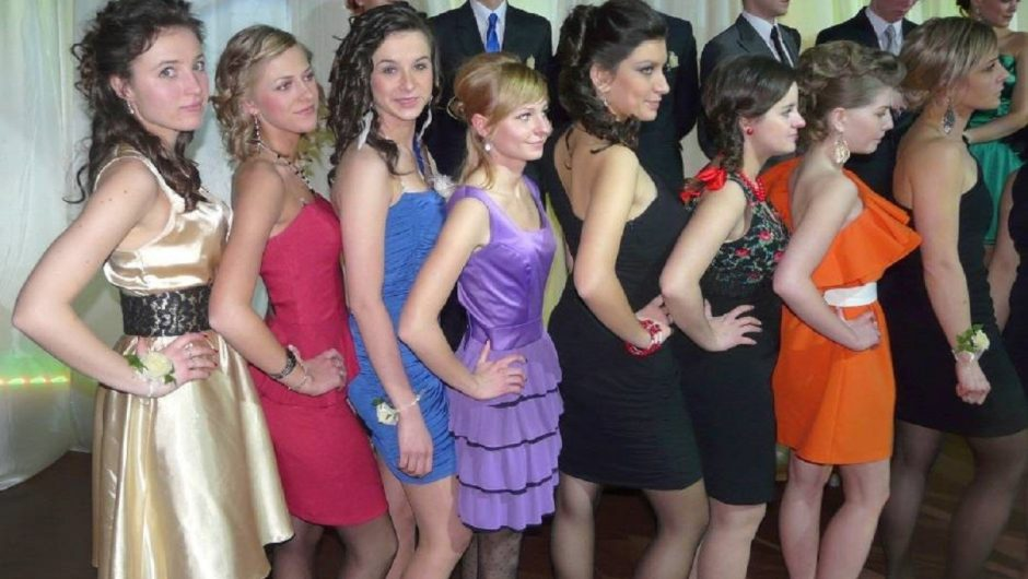 Skierniewice prom costumes over the years.  From party costumes to bold mini dresses [ZDJĘCIA]