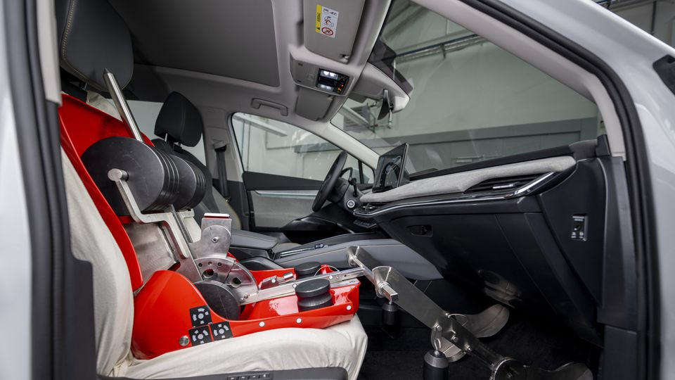 Computer simulations and mannequins help measure Skoda's cargo area!
