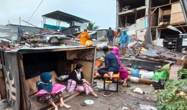 High death toll from Indonesia earthquake.  More than 800 wounded