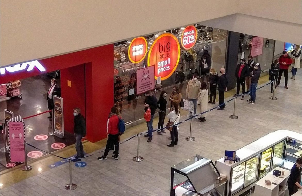 The shops in the malls are open from Mondays under the sewage system.  what do you want to know?