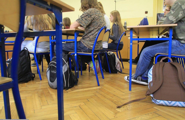 When will the children return to school?  We analyze the possible scenarios
