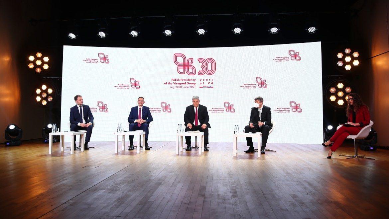 Szczyt Szefów Rządów Państw Grupy Wyszehradzkiej. Premier RP Mateusz Morawiecki (2L), premier Węgier Viktor Orban (C), premier Czech Andrej Babisz (2P) oraz premier Słowacji Igor Matovicz (L)