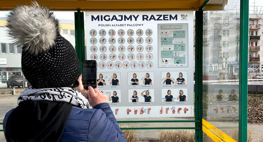 Let's flash together.  Learn sign language at stations in Piła Piła