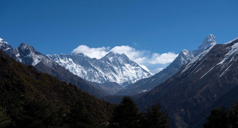 Himalayas.  Climbers accused of fake climbing Everest