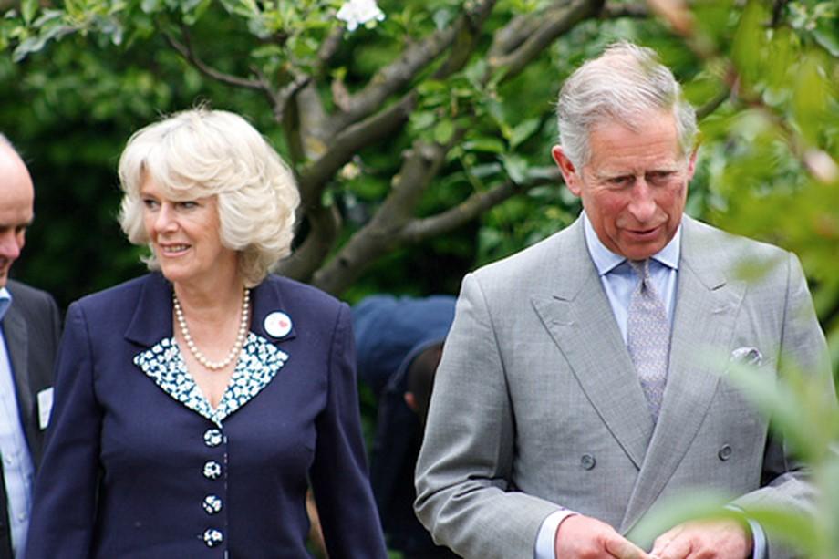Kate, Prince Charles, pays homage to Holocaust survivors