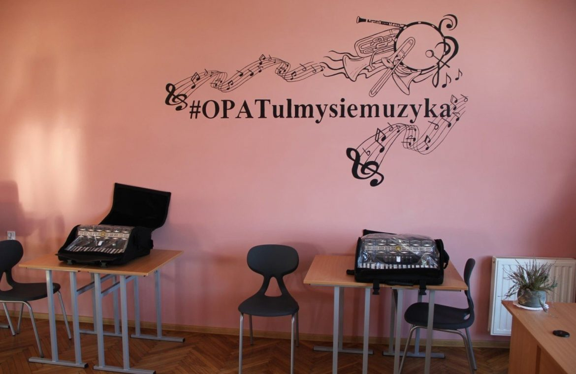 Lessons with musicians, learning to play instruments and other attractions in community centers in Opatov (photos)