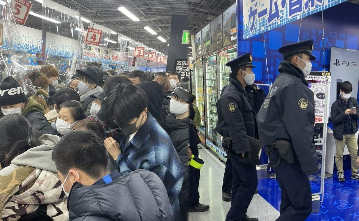 PS5 is the hot stuff.  The police chased after an angry mob in Japan