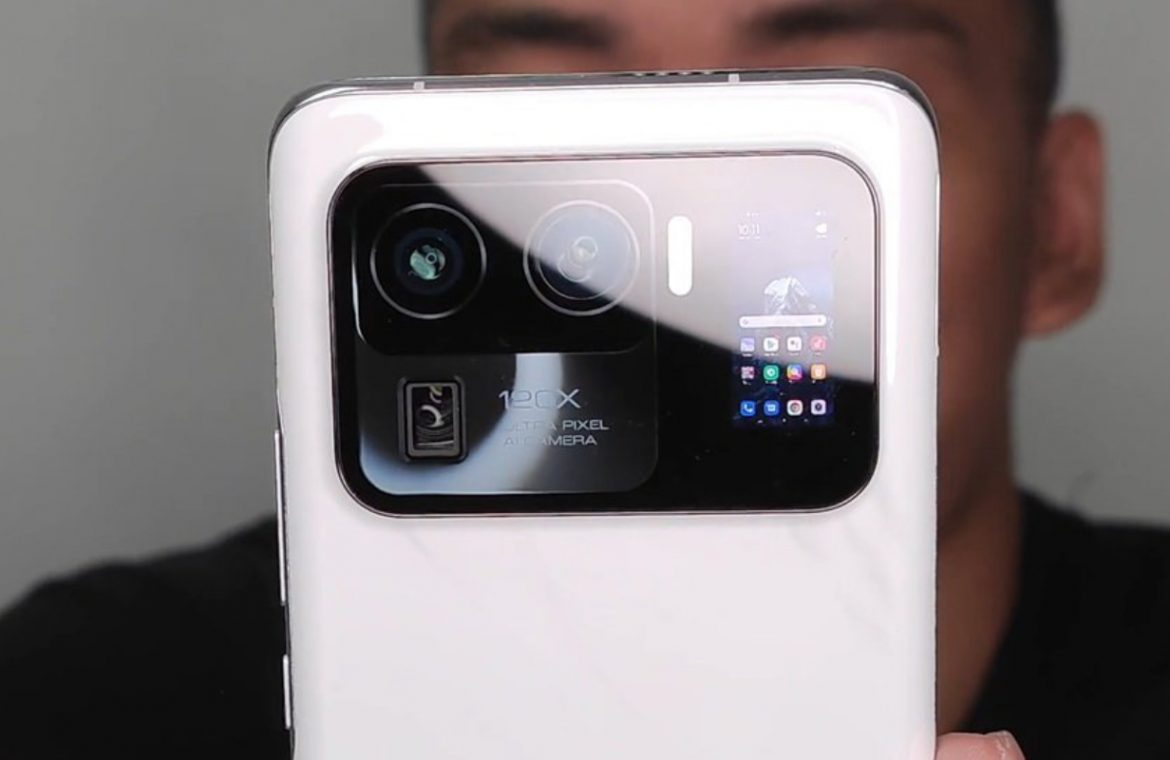 Xiaomi Mi 11 Ultra is in a strong leak.  The camera island is so large that it has an extra screen