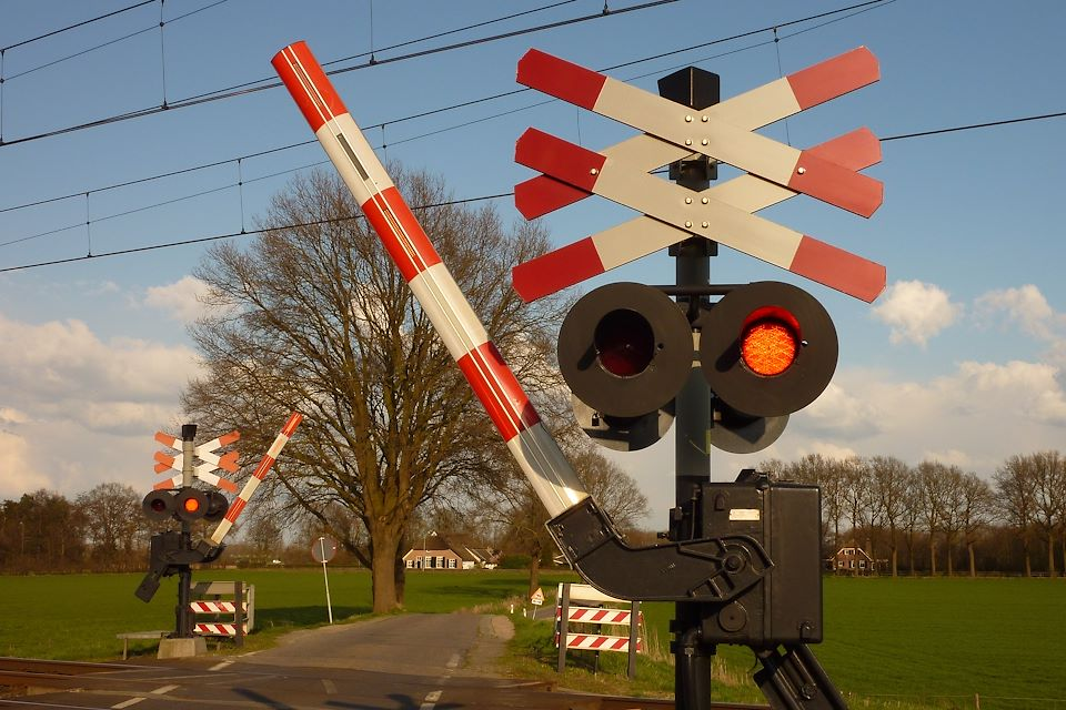 Google Maps is already warning about railroad crossings - at least in the US