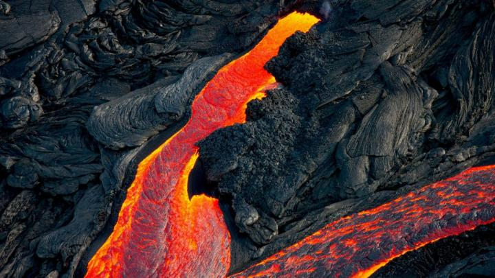 Etna a Fagradalsfjall: Why do some volcanoes erupt violently and others not?