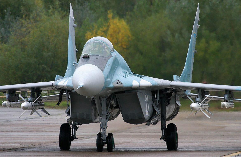 MiG-29 versus Volkswagen Touran.  The drunk captain ran a car in a Ukrainian plane