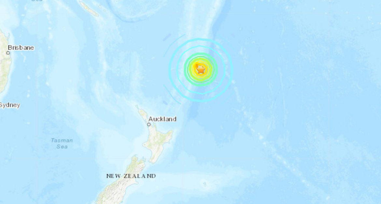 New Zealand: 8-magnitude earthquake. Tsunami warning