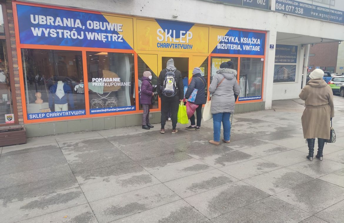 PLN cup 2, shirt PLN 3, TV set for PLN 400. Inexpensive stores are invading Poland
