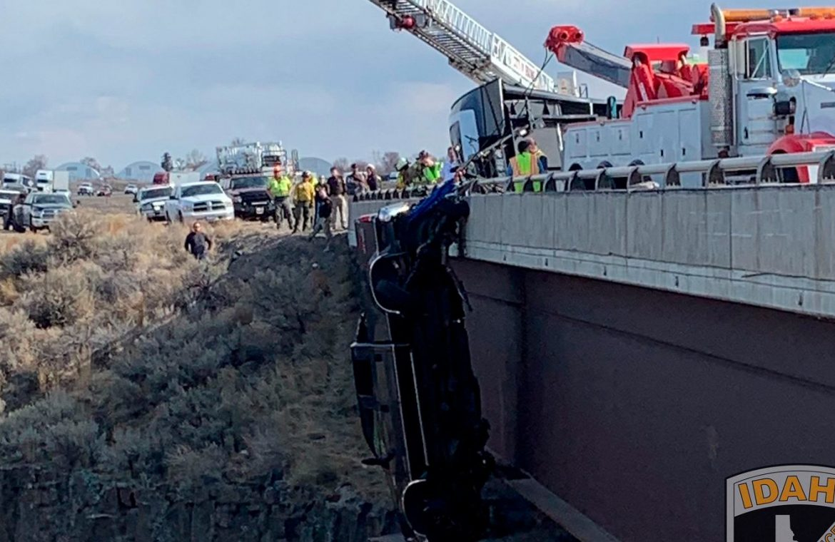 United States of America.  The car crashes from the bridge and hangs over the car more than 30 meters above the ground  News from the world