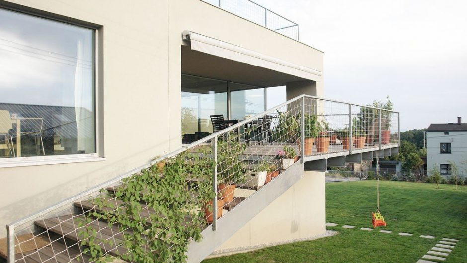 """Unusual house in aziska Górne.  """"Kostka"""" from the People's Republic of Poland became a luxury villa"""
