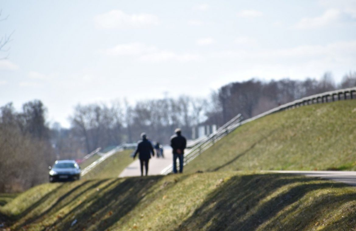 Easter Sunday in Sławno for a walk.  Where do we look for free space?  Pictures