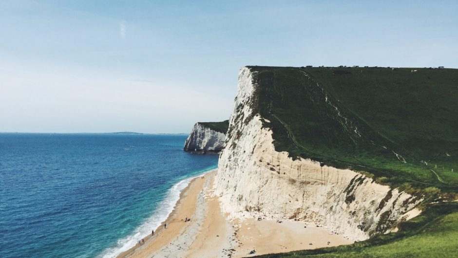 A 300-meter section of the Jurassic coast collapsed and fell into the sea (video) – Tanie-Loty.com.pl