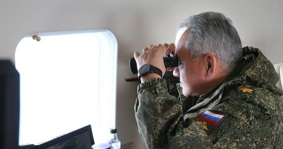 """""""Obserwujemy wycofywanie rosyjskich wojsk z obszaru w pobliżu granicy z Ukrainą, ale deklaracja Moskwy o ich wycofaniu to za mało, byśmy poczuli się komfortowo"""" - powiedział agencji Reutera przedstawiciel resortu obrony USA."""