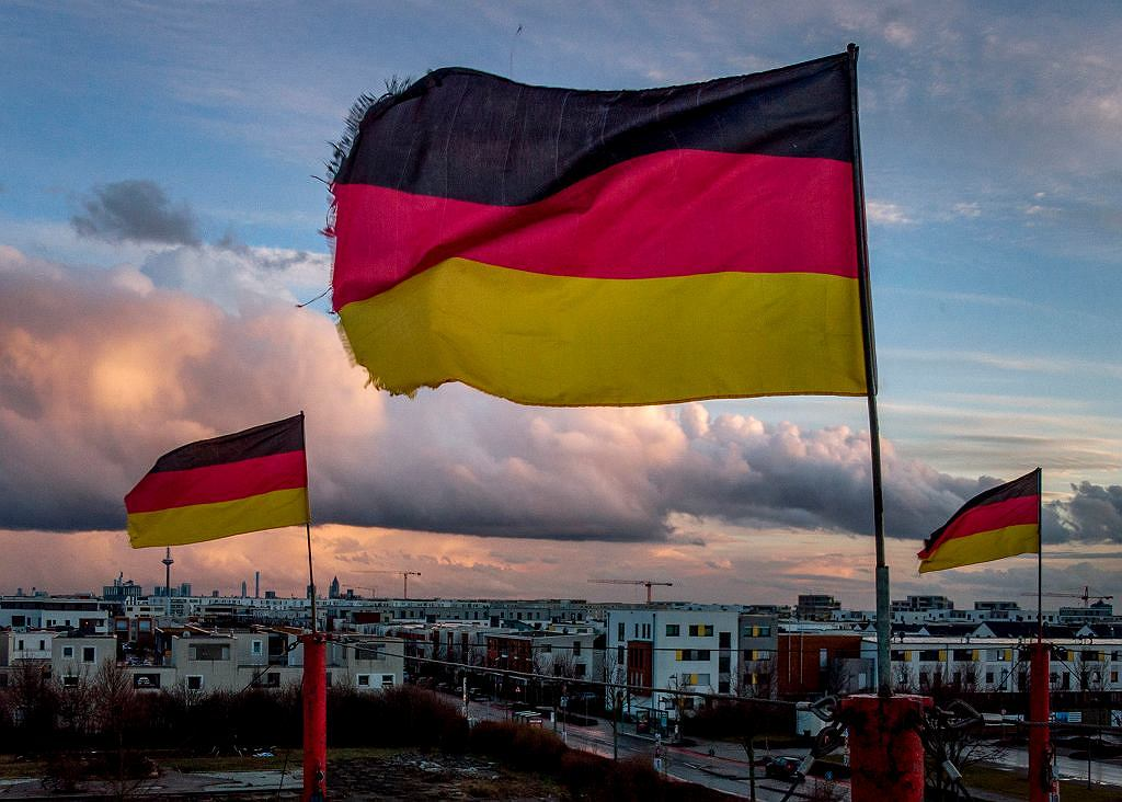 How do I get out of insurance?  German Saarland is conducting experiments.  And it opens again