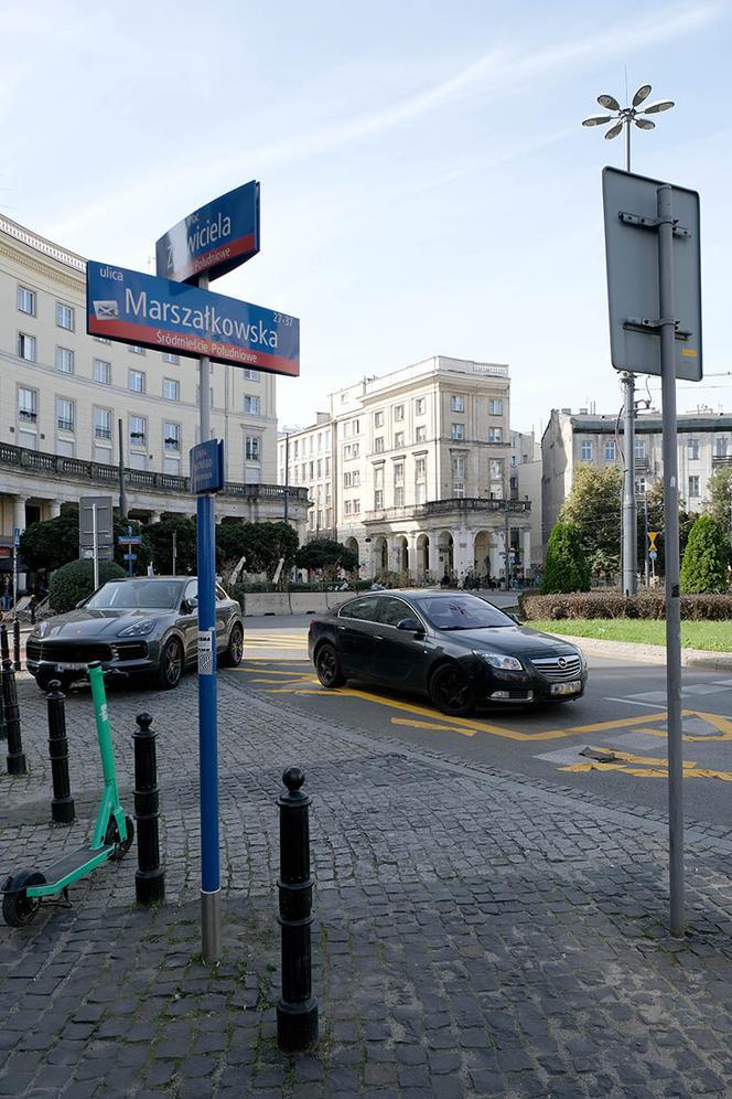 Narrow streets in Piazza Savior