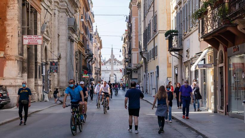 Rzym - turyści w maseczkach