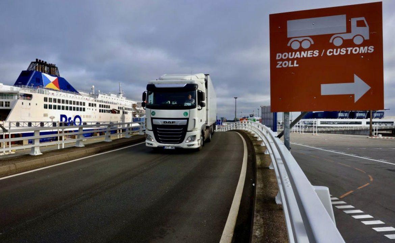 Około 70 proc. wymiany handlowej między Wielką Brytanią a Unią Europejską przechodzi przez francuskie porty (fot. Olivier Matthys/Bloomberg/Getty Images)