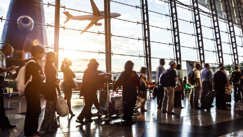 Londyn. Turystka straciła przytomność na lotnisku. Powodem wielogodzinne kolejki do kontroli granicznej