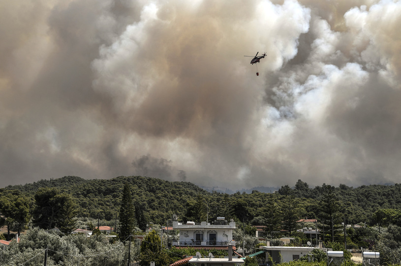 Fire fighting in Greece / AFP