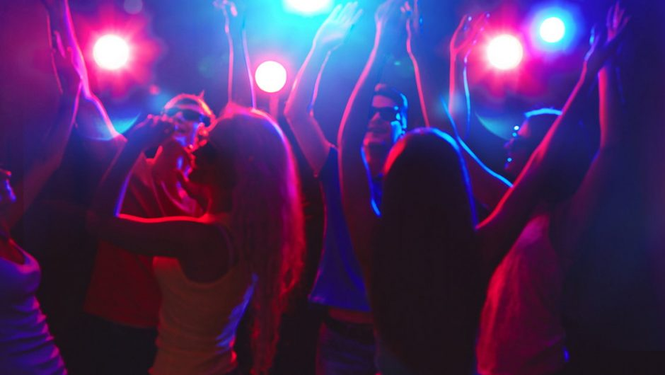 3 thousand people play in the club as if the epidemic did not exist