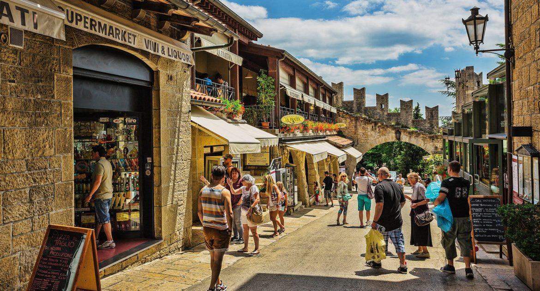 Coronavirus vaccinations.  Vaccine tourism in San Marino