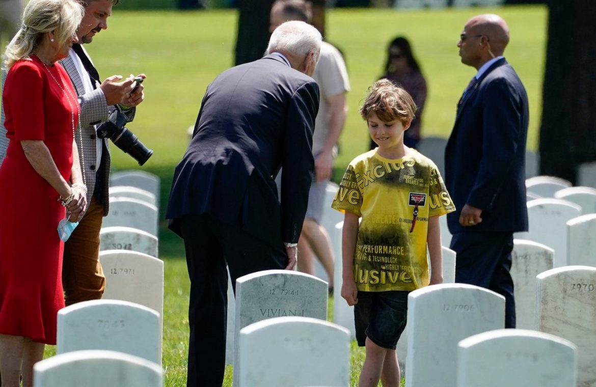 United States of America.  The Polish journalist and his family visited the military cemetery.  There Joe Biden spoke to them |  world News